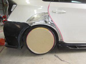 プリウス セミブリスターフェンダー フェンダーダクト エアロ加工 スムージング 全塗装